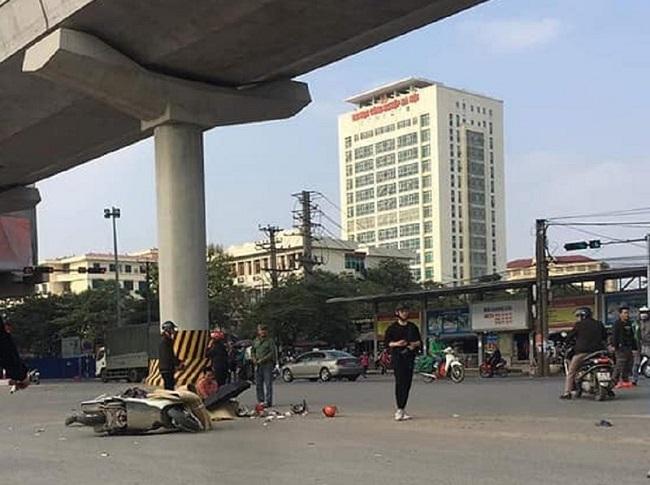 Hà Nội: Va chạm với xe tải, hai ông cháu tử vong thương tâm - Ảnh 1