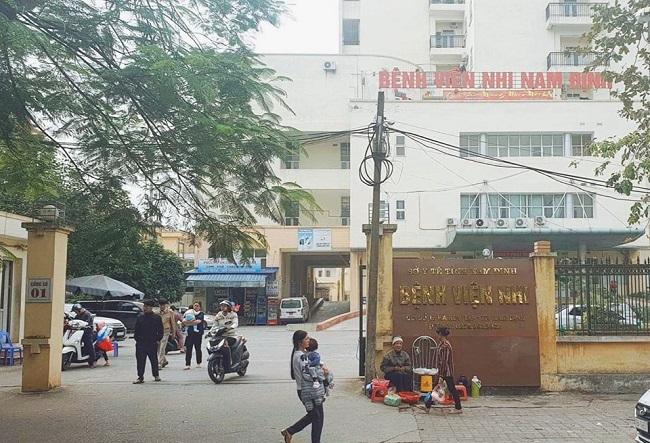 Nam Định: Bắt 2 nhân viên điều dưỡng tuồn thuốc ra ngoài bệnh viện bán kiếm lời - Ảnh 1