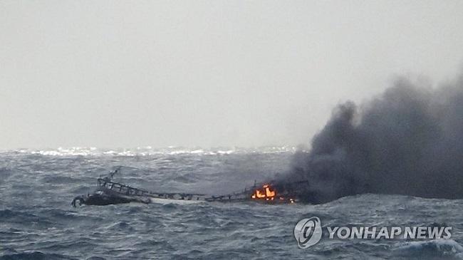 Vụ cháy tàu cá, 6 thuyền viên mất tích: Người thân nạn nhân chuẩn bị sang Hàn Quốc - Ảnh 1