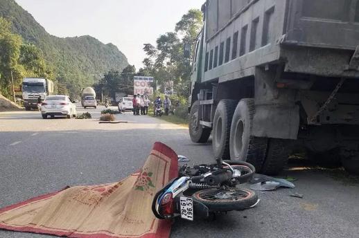 Tin tức tai nạn giao thông mới nhất hôm nay 25/11/2019:  Xe khách gây tai nạn thảm khốc ở Quảng Ngãi - Ảnh 3