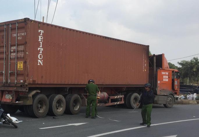 Đồng Nai: Ngã ra đường bị xe tải cán qua, hai cha con tử vong thương tâm - Ảnh 2