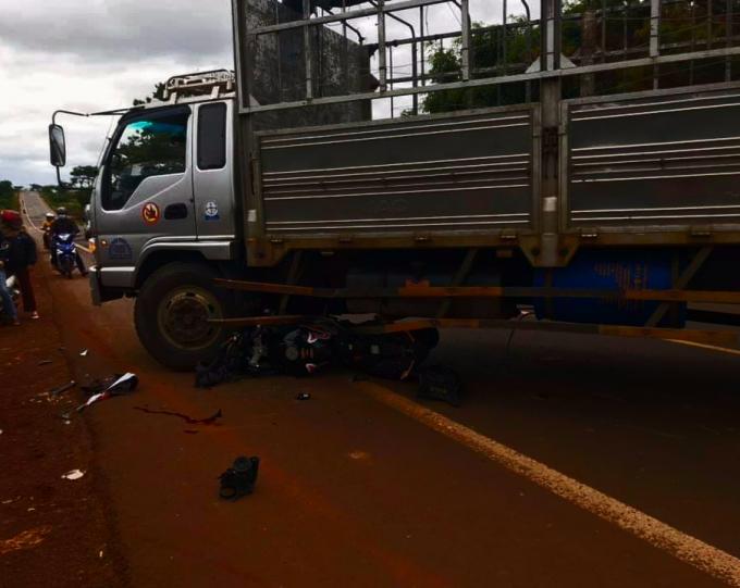 Tin tức tai nạn giao thông mới nhất hôm nay 5/11/2019: Nữ sinh tử nạn khi đi bê tráp - Ảnh 2
