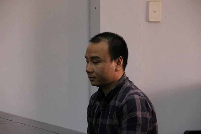 Vụ container tông chết 5 người ở Tây Ninh: Tạm hoãn phiên tòa, tài xế bật khóc nức nở - Ảnh 1