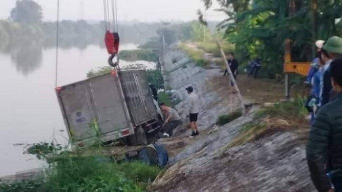 Tin tức tai nạn giao thông mới nhất hôm nay 7/11/2019: Nữ sinh tử vong sau va chạm với xe đầu kéo - Ảnh 3