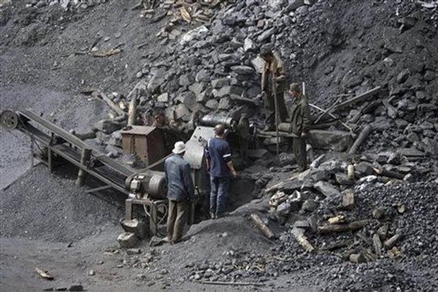 Quảng Ninh: Sạt lở hàng nghìn m3 đất, 4 công nhân tử vong tại chỗ - Ảnh 1