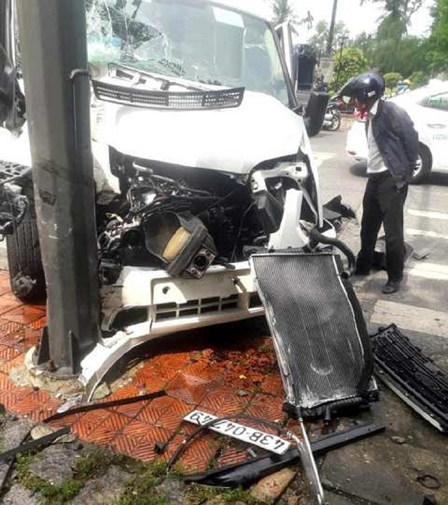 Tin tức tai nạn giao thông mới nhất hôm nay 10/11/2019: Đâm ô tô tải, người đàn ông bị chết cháy - Ảnh 2