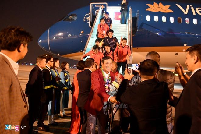 Những hình ảnh đầu tiên về các cầu thủ U22 Việt Nam tại sân bay Nội Bài - Ảnh 5