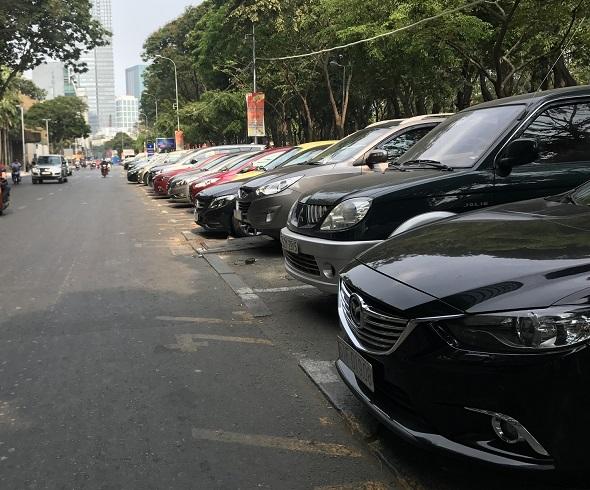 """Đề xuất giữ lại 100% tiền thu phí đỗ xe nơi công cộng tại TP.HCM: Phải làm rõ tiền đã thu """"đi đâu""""? - Ảnh 1"""