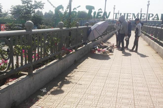 Đang đi đường đến trường, nữ sinh 19 tuổi bất ngờ tử vong trên cầu vượt - Ảnh 1