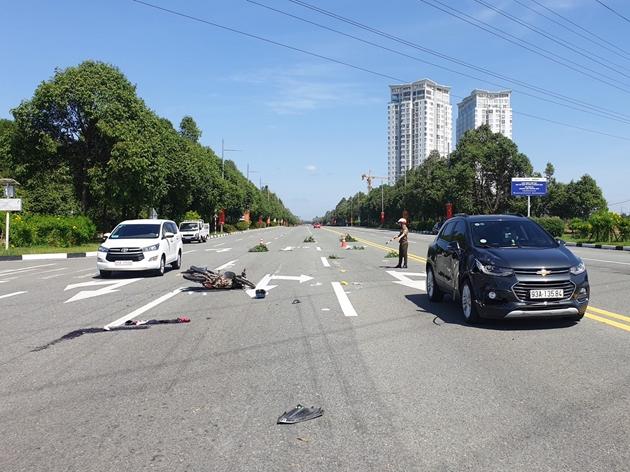 Tin tai nạn giao thông mới nhất ngày 16/12/2019: Xế hộp tông nhóm công nhân, 2 người tử vong - Ảnh 4