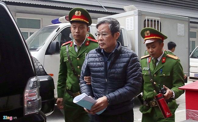 Xét xử đại án AVG: Hai cựu bộ trưởng Trương Minh Tuấn và Nguyễn Bắc Son xuất hiện tại tòa - Ảnh 2