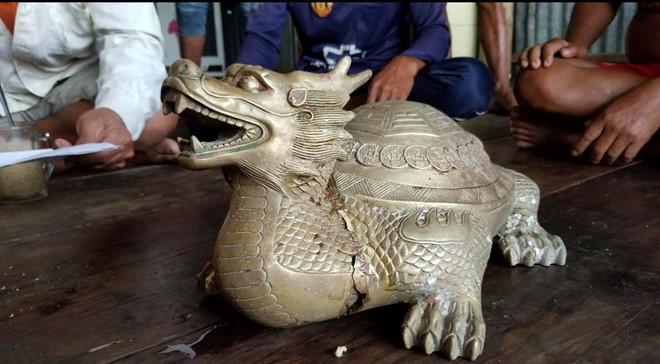 Xác minh nguồn gốc, niên đại của tượng thú lạ ngư dân nhặt được trên biển - Ảnh 1