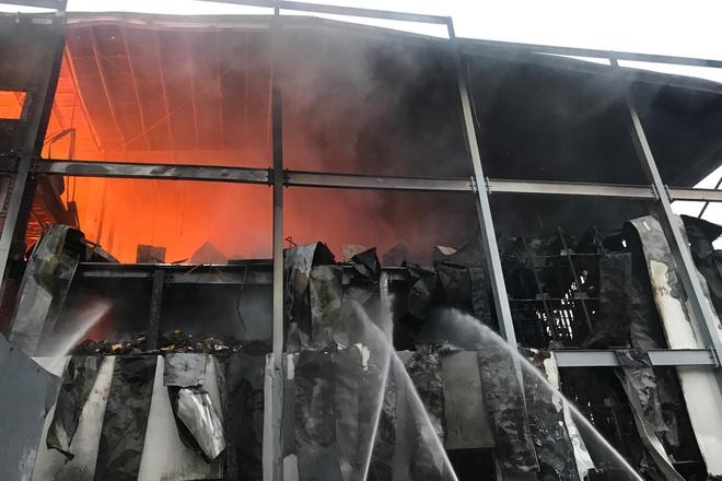 Cháy lớn tại công ty bánh kẹo ở Bình Dương, nhà xưởng hàng nghìn mét bị thiêu rụi - Ảnh 1