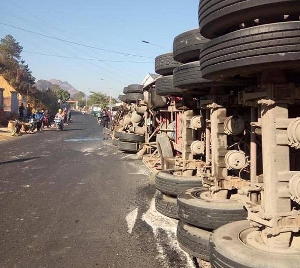 Tin tai nạn giao thông mới nhất ngày 25/12/2019: Nữ sinh viên tử vong dưới gầm xe chở rác - Ảnh 4