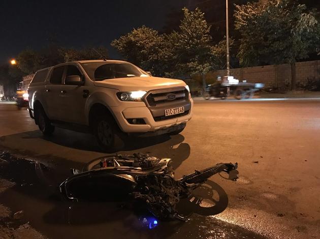 Bình Dương: Tai nạn liên hoàn giữa xe máy và ô tô, 3 người thương vong - Ảnh 1