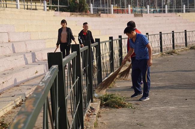 Cận cảnh sân vận động diễn ra phiên xét xử vụ nữ sinh giao gà bị sát hại ở Điện Biên - Ảnh 3
