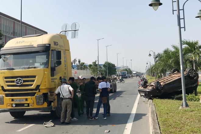 Tin tai nạn giao thông mới nhất ngày 26/12/2019: Thanh niên bị xe tải kéo lê 15m tử vong - Ảnh 2