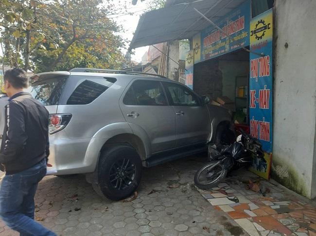 Tin tai nạn giao thông mới nhất ngày 26/12/2019: Thanh niên bị xe tải kéo lê 15m tử vong - Ảnh 4