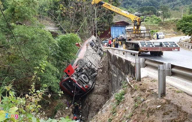 Tin tai nạn giao thông mới nhất ngày 28/12/2019: Truy tìm ô tô đâm tài xế Grab tử vong - Ảnh 2