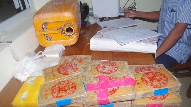 Hàng loạt bánh ma túy trôi dạt vào bờ biển miền Trung: Bộ Công an vào cuộc điều tra - Ảnh 1