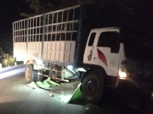 Tin tai nạn giao thông mới nhất ngày 1/1/2020: Giải cứu tài xế trong cabin xe tải bẹp dúm - Ảnh 2
