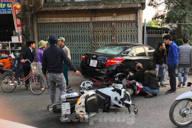 Tin tai nạn giao thông mới nhất hôm nay 8/12/2019: Xe tải lao vào nhà dân, 5 người kịp thoát thân - Ảnh 2