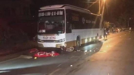 Tin tai nạn giao thông mới nhất hôm nay 8/12/2019: Xe tải lao vào nhà dân, 5 người kịp thoát thân - Ảnh 3
