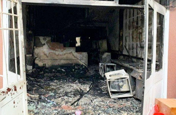 Đà Nẵng: Cháy tiệm giặt là, người đàn ông Hàn Quốc nhảy từ tầng 2 xuống bị thương - Ảnh 1