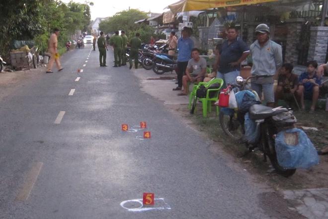 Xót xa bé trai 2 tuổi bị xe máy tông tử vong - Ảnh 1