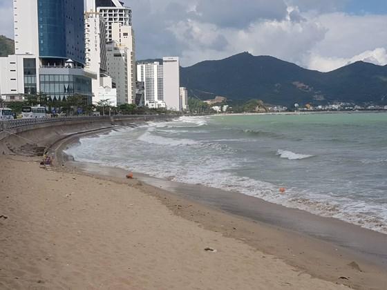 Khánh Hòa: Hai du khách Nga chết đuối khi đang tắm biển - Ảnh 1