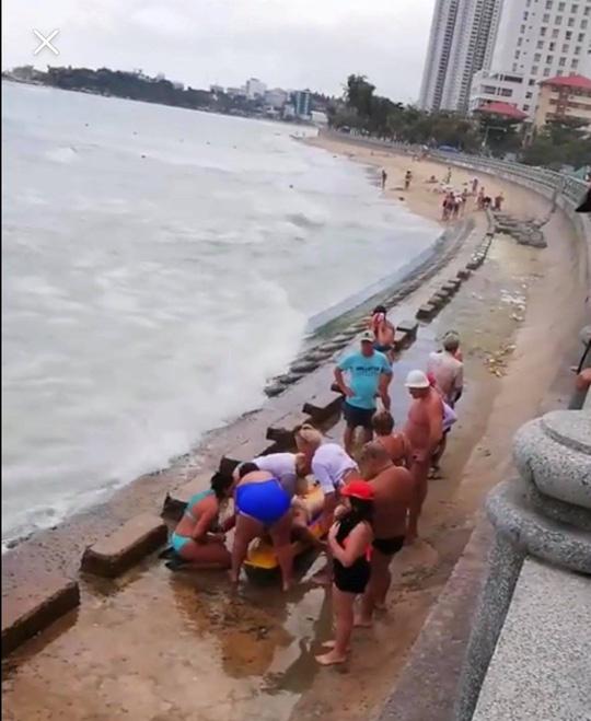 Khánh Hòa: Hai du khách Nga chết đuối khi đang tắm biển - Ảnh 2