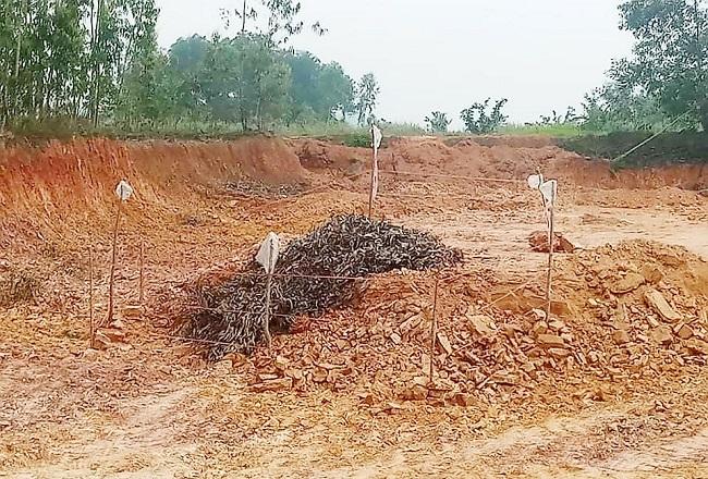Hà Tĩnh: Bàng hoàng phát hiện quả bom nặng 2,5 tạ trong lúc đào đất - Ảnh 1