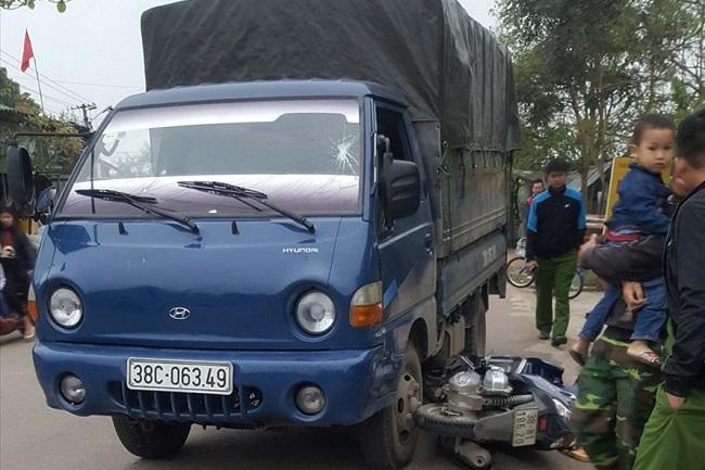Hà Tĩnh: Bắt tài xế chở xe gỗ lậu tông 2 chiến sĩ CSGT bị thương  - Ảnh 1