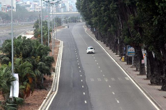 Người du xuân nhích từng bước vì đường phố Hà Nội kẹt cứng trở lại - Ảnh 8