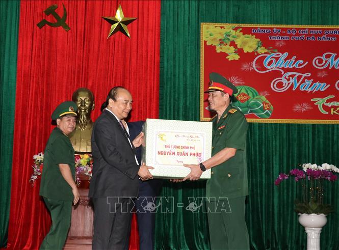 Thủ tướng Chính phủ Nguyễn Xuân Phúc chúc Tết lực lượng vũ trang và nhân dân TP Đà Nẵng - Ảnh 2