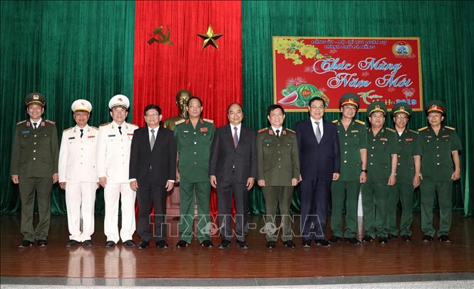 Thủ tướng Chính phủ Nguyễn Xuân Phúc chúc Tết lực lượng vũ trang và nhân dân TP Đà Nẵng - Ảnh 3