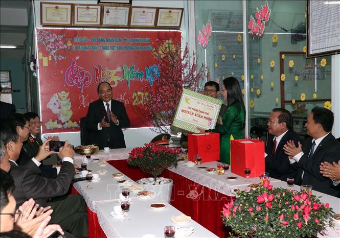 Thủ tướng Chính phủ Nguyễn Xuân Phúc chúc Tết lực lượng vũ trang và nhân dân TP Đà Nẵng - Ảnh 4