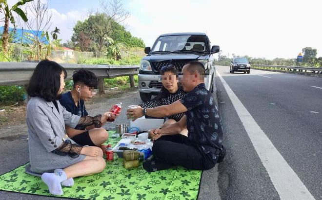 Xác minh danh tính gia đình mở tiệc trên cao tốc Nội Bài- Lào Cai vào mùng 2 Tết - Ảnh 1