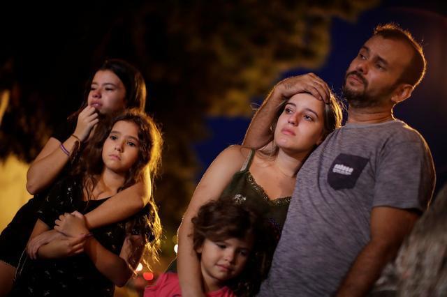 Brazil: Hai cựu học sinh xả súng trường tiểu học khiến gần 30 người thương vong - Ảnh 2