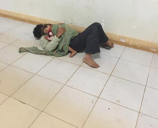 Trời lạnh, không chăn ấm, cha ôm con ngủ ngoài hành lang chờ vợ sinh lúc 4h gây xúc động - Ảnh 1