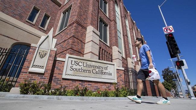 """Hé lộ đời tư của """"ông trùm"""" đường dây chạy suất vào các trường đại học danh giá của Mỹ - Ảnh 2"""