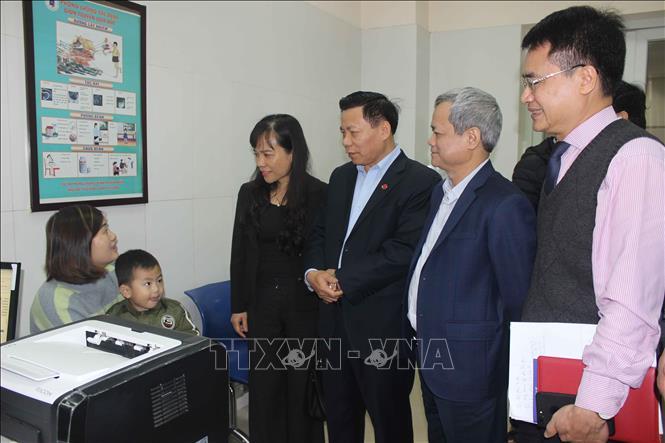 Lãnh đạo tỉnh Bắc Ninh thăm bệnh nhân vụ nhiễm sán lợn  - Ảnh 1