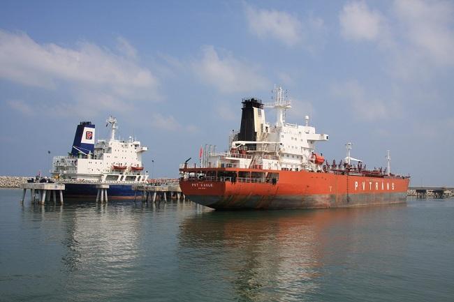 Vì sao giá xăng dầu trong nước lại tính giá quốc tế? - Ảnh 1