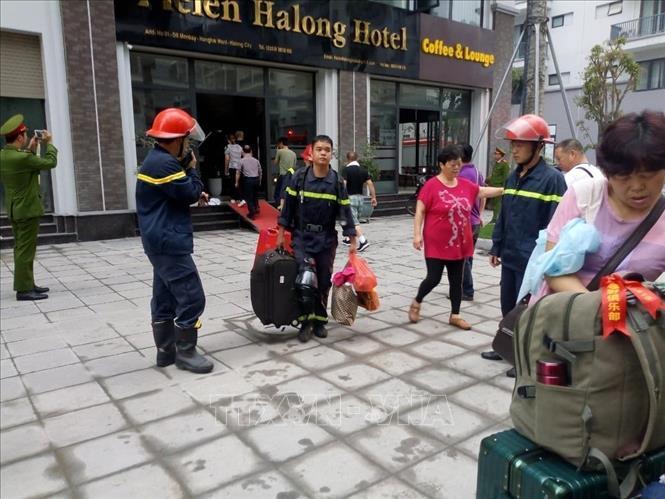 Quảng Ninh: Giải cứu thành công 5 du khách nước ngoài mắc kẹt trong đám cháy khách sạn - Ảnh 2