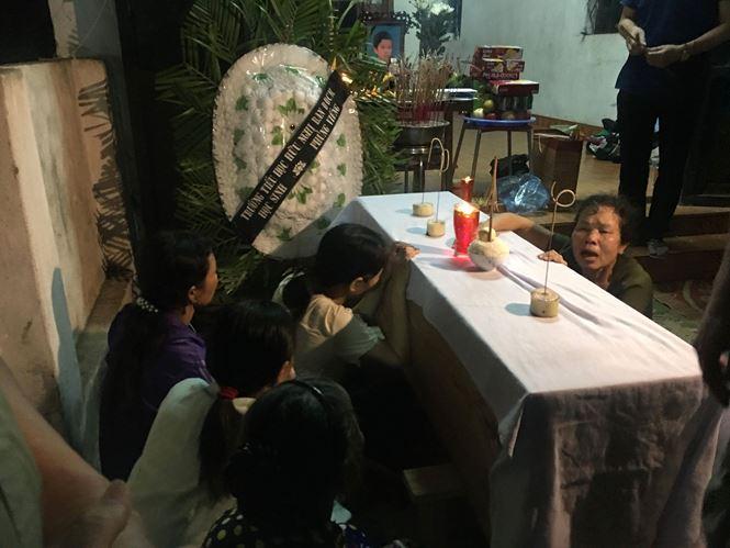 Vụ 8 học sinh chết đuối ở Hòa Bình: Lặng người tiếng khóc thê lương trong con phố hiu hắt vì đại tang - Ảnh 5