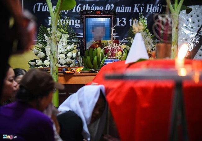 Vụ 8 học sinh chết đuối ở Hòa Bình: Lặng người tiếng khóc thê lương trong con phố hiu hắt vì đại tang - Ảnh 6
