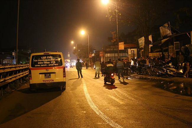 Hiện trường giải cứu 6 người bị mắc kẹt trong đám cháy nhà 5 tầng ở Hà Nội - Ảnh 5