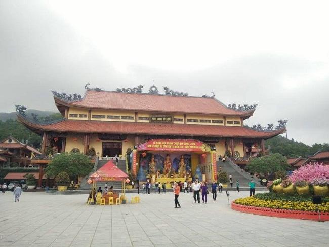 """Sáng nay (26/3), TP Uông Bí họp báo vụ chùa Ba Vàng """"thỉnh oan gia trái chủ"""" - Ảnh 1"""