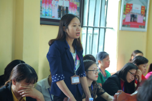 Vụ nữ sinh bị lột đồ, đánh hội đồng: Cô giáo chủ nhiệm trả lời trước Bộ trưởng Phùng Xuân Nhạ - Ảnh 2