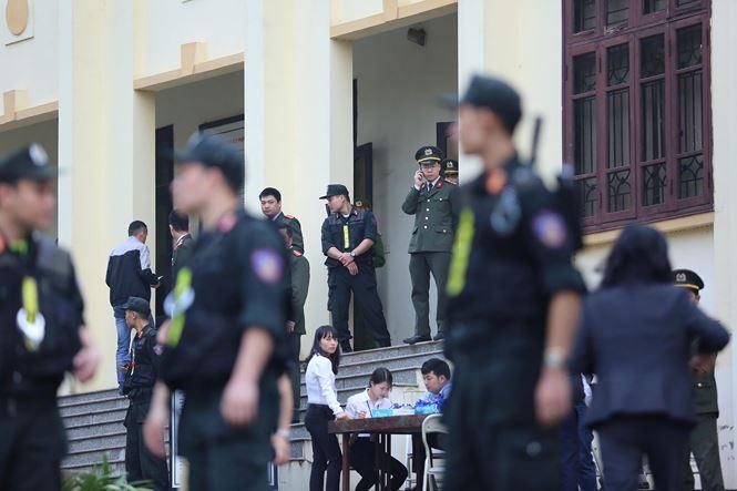 Xét xử phúc thẩm vụ đánh bạc nghìn tỷ: Gần 200 chiến sĩ công an siết chặt an ninh - Ảnh 2